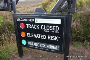 Eine Ampel zeigt an, ob das vulkanische Riskio für eine Wanderung niedrig genug ist